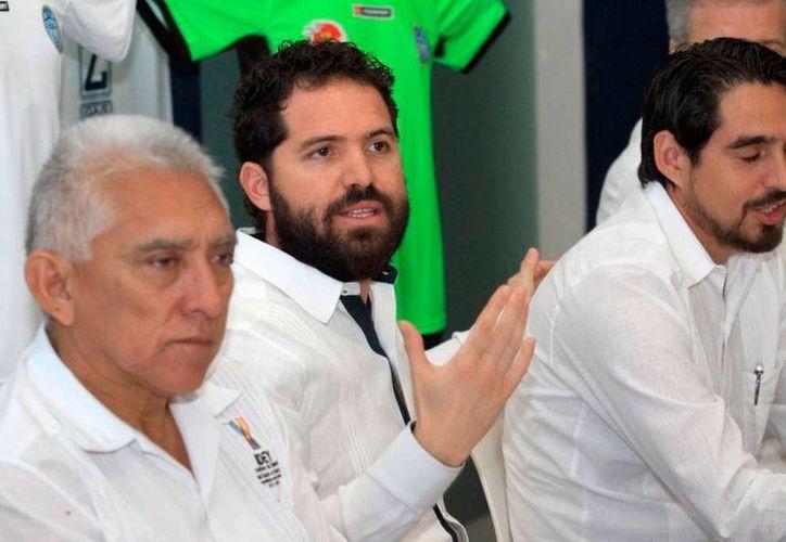 Directivos de Venados, encabezados por su presidente, Rodolfo Rosas Cantillo (centro), mostraron su confianza en que CF Mérida derrote a Rayos de Necaxa en semifinales de Ascenso MX, aunque aceptaron que es un rival difícil. (Milenio Novedades)