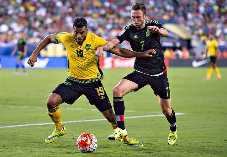 Miguel Layún afirmó que México no puede confiarse, porque ante Jamaica demostraron que deben perfeccionar su juego debido a muchos errores cometidos, principalmente en la zona defensiva. (Facebook/ Selección)