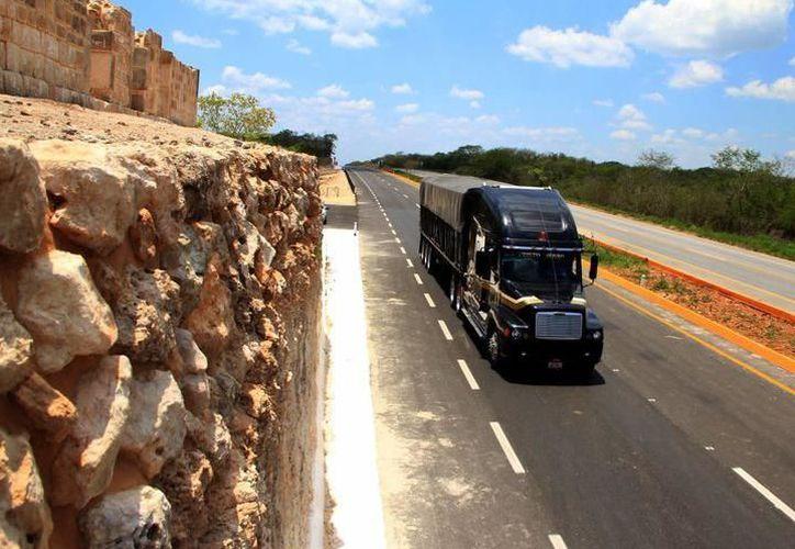 Transportistas critican las elevadas tarifas en autopista. (SIPSE)