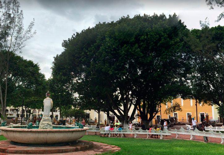 Por andar de hablador, un hombre fue obligado a pararse en la plaza principal de una comisaría de Valladolid (cuya plaza centra puede verse en la imagen), para pedir una disculpa pública. (Google Street View)