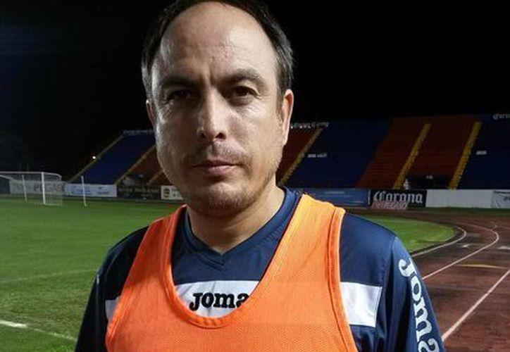 Gabriel Simón inició en Pioneros de Cancún como auxiliar de Narciso Morales Lastra. (Ángel Mazariego/SIPSE)