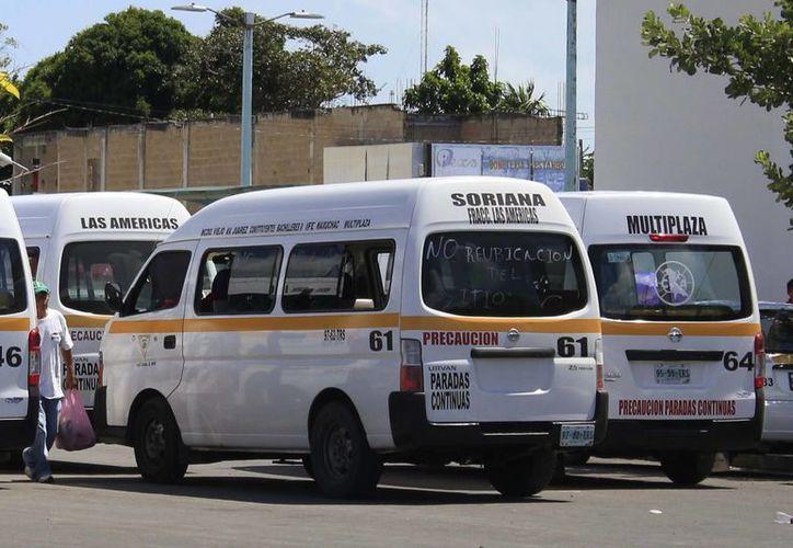 Admiten que no está regulado el permiso para combis, pero ven injusto que sólo por ser un servicio nuevo se lo den a los camiones. (Harold Alcocer/SIPSE)