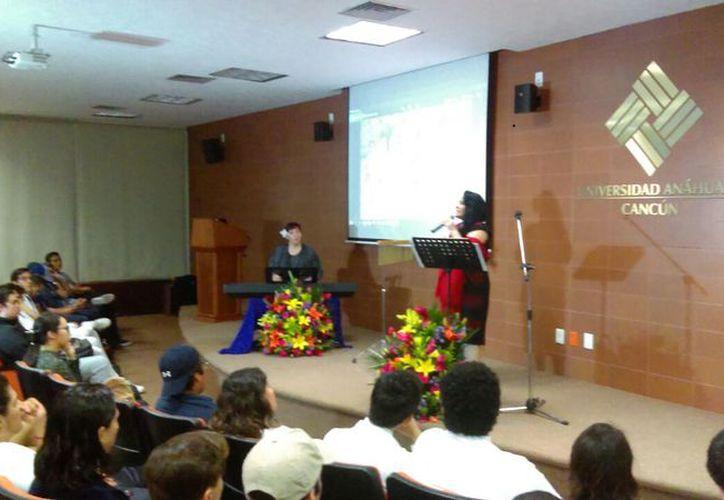 El evento tuvo lugar en el salón Sutton de la casa de estudios. (Faride Cetina/SIPSE)
