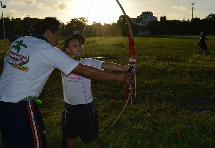 La Cojudeq no apoyó al entrenador de tiro con arco, y encontró el éxito en Coahuila. (Foto: Cortesía)