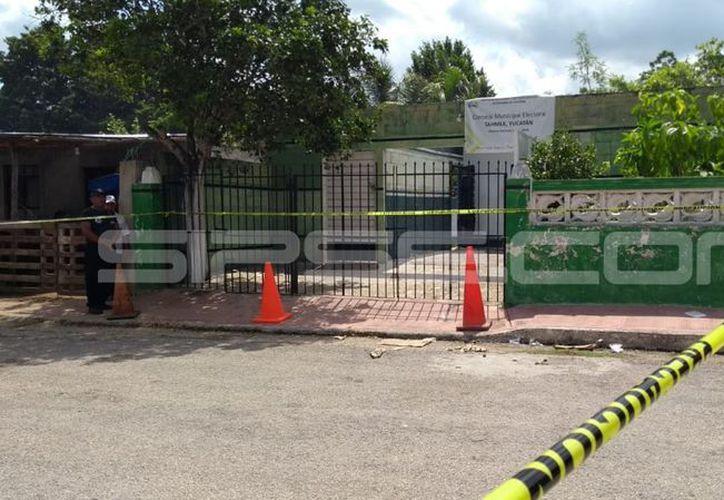 Las instalaciones del consejo municipal fueron protegidas por las autoridades para el inicio de las investigaciones. (Oscar Chan/Milenio Novedades)