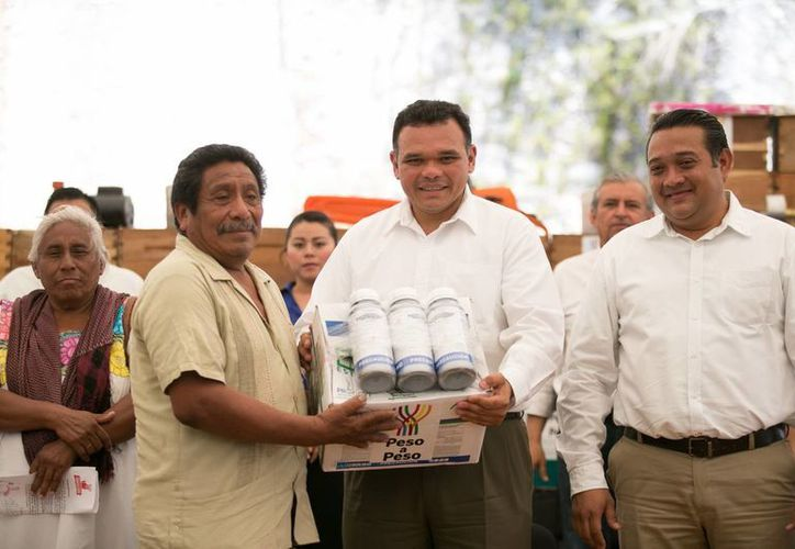 En esta entrega del programa Peso a Peso se beneficiaron mil 65 productores de 19 municipios. (SIPSE)