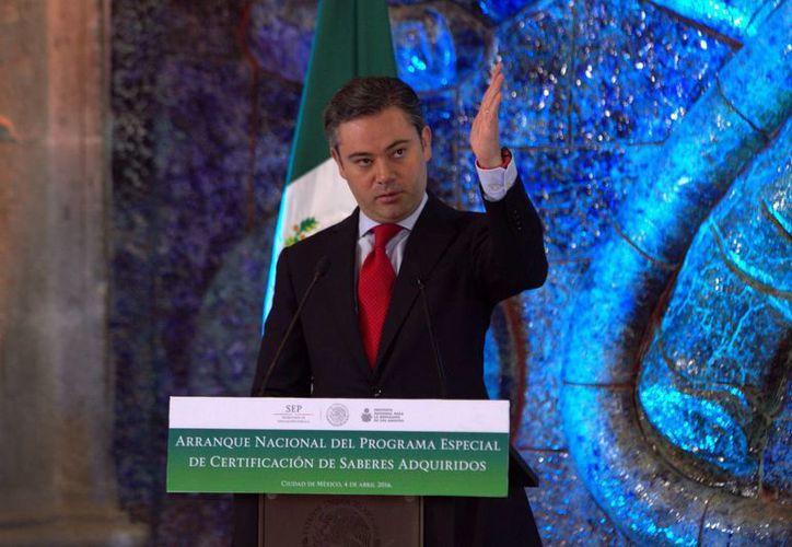 Aurelio Nuño asegura que la alianza establecida entre López Obrador y el magisterio disidente perjudica la educación de los niños de Oaxaca, Guerrero y Chiapas. (Notimex)