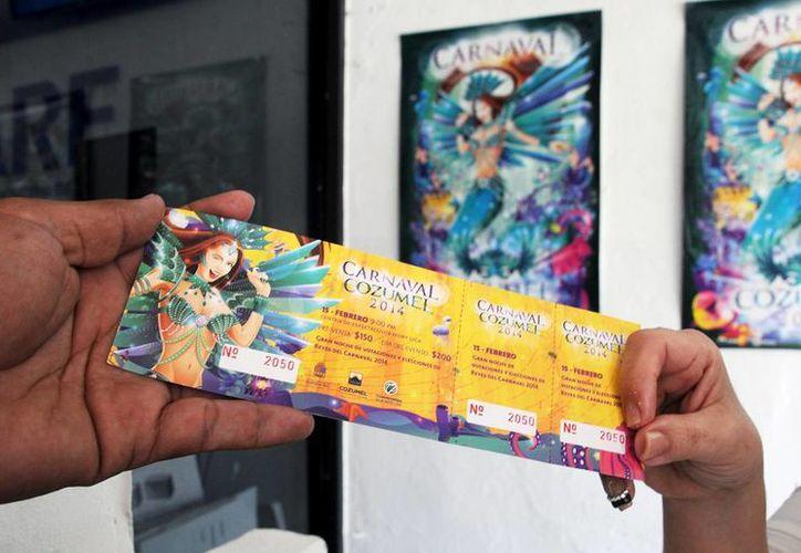Los boletos tienen precios de pre venta para los bailes programados. (Cortesía/SIPSE