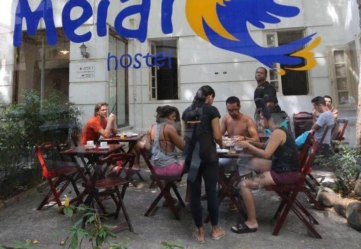 Algunos de los pasajeros del hotel Meiai fueron golpeados por los delincuentes. (globo.com)