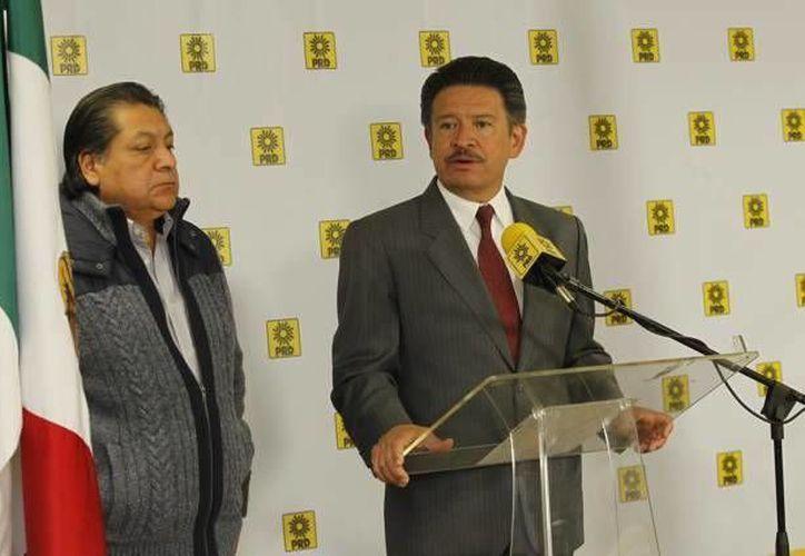 Carlos Navarrete asegura que todos los funcionarios perredistas deben someterse a la legalidad. (Carlos Navarrete/Facebook)