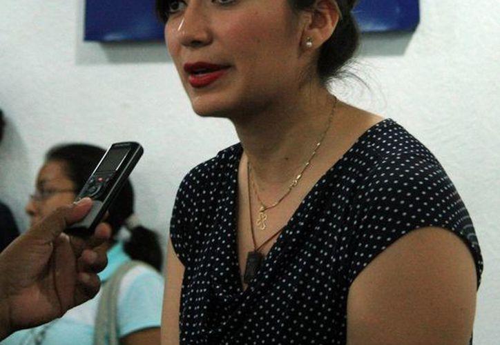 Lizbeth Zumárraga Ávila, coordinadora de Startup Mexico Campus Mérida, explicó la iniciativa para impulsar proyectos emprendedores en la entidad. (José Acosta/SIPSE)