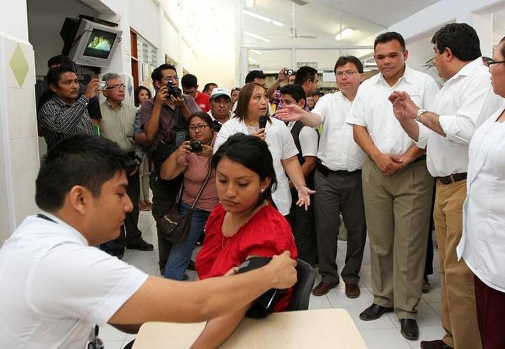 Tres Centros de Salud, en Mérida, Kanasín y Umán, contarán con servicio de urgencias las 24 horas del día y todo el año, anunció ayer el gobernador Rolando Zapata Bello. (Cortesía)