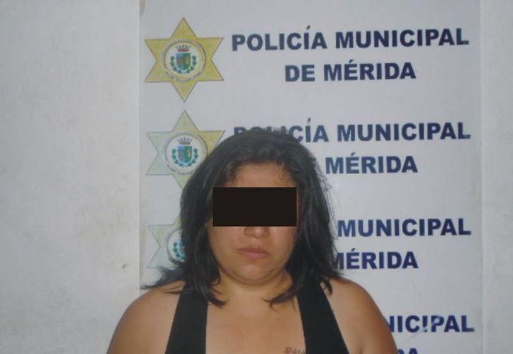 A María V.E. le fue encontrado entre sus pertenencias 10 mil 500 pesos que presuntamente robó, por lo que fue detenida y trasladada a la cárcel. (SIPSE)