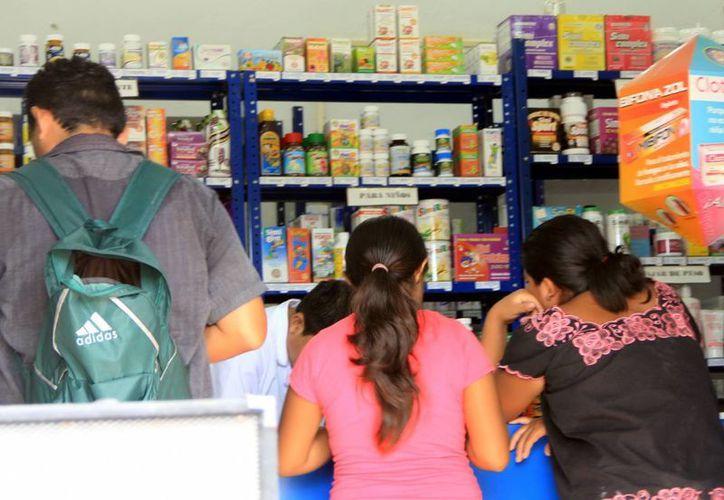 Los analgésicos son los medicamentos más consumidos por las personas que suelen automedicarse. (Daniel Sandoval/Milenio Novedades)