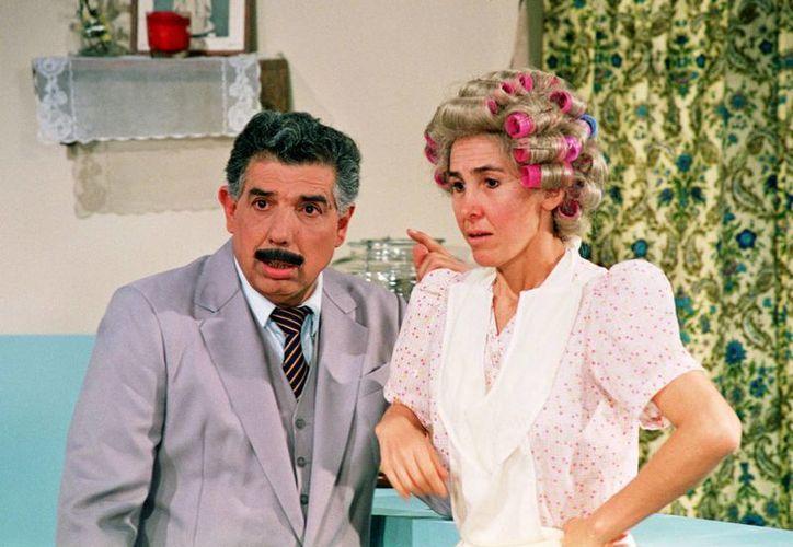 Uno de los personajes más entrañables que realizó Rubén Aguirre fue el eterno enamorado de Doña Florinda (Florinda Meza) a quien siempre le llevaba flores y le decía 'Vine a traerle este humilde obsequio'. (Notimex)