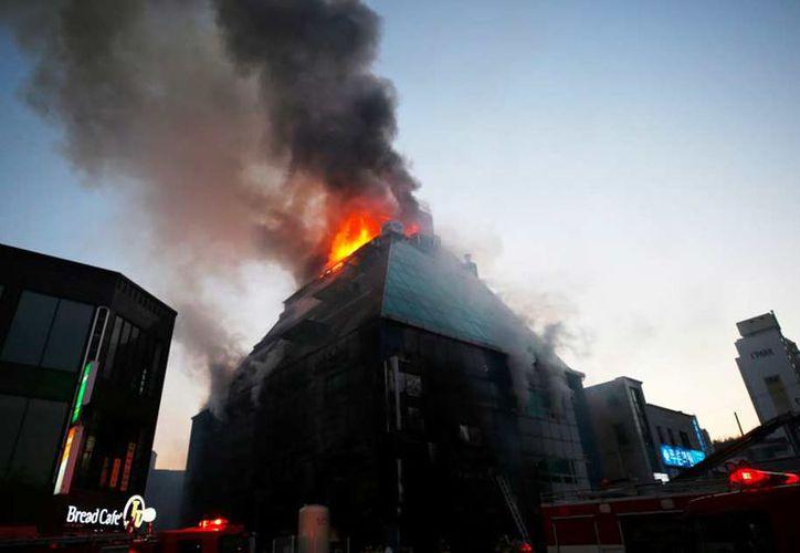 La mayoría de las persona fallecidas, quedaron atrapadas por las llamas en los baños públicos. (Foto: Noticias Caracol)
