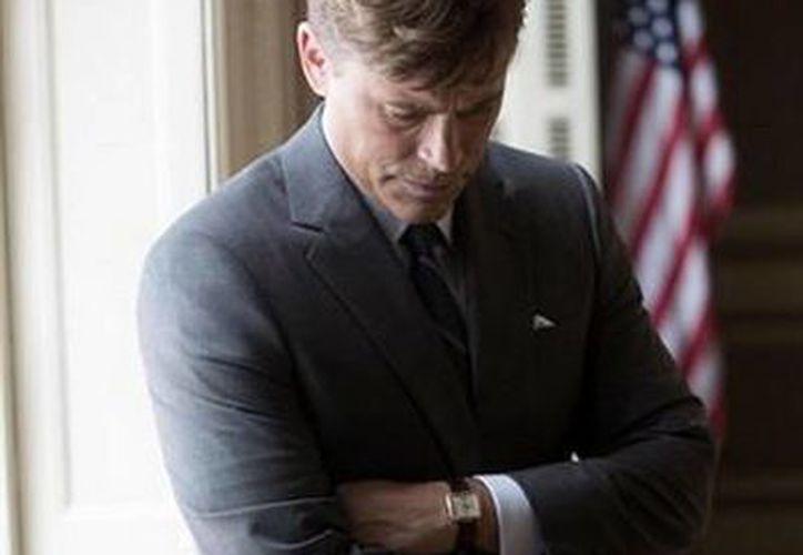 National Geographic difundió esta fotografía en la que se aprecia a Lowe caracterizado como el expresidente Kennedy. (National Geografic)