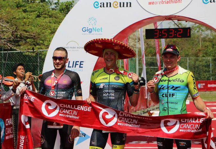Participaron 400 triatletas de varias partes del mundo. (Paola Chiomante/SIPSE)