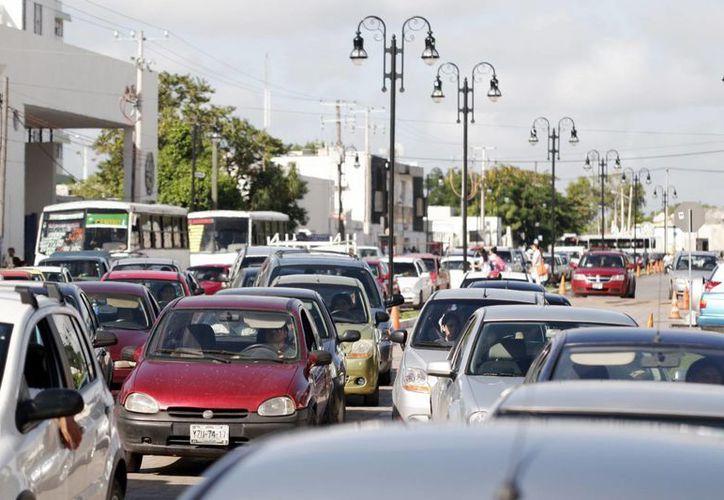 El crecimiento del parque vehicular satura las calles de Mérida. (Milenio Novedades)