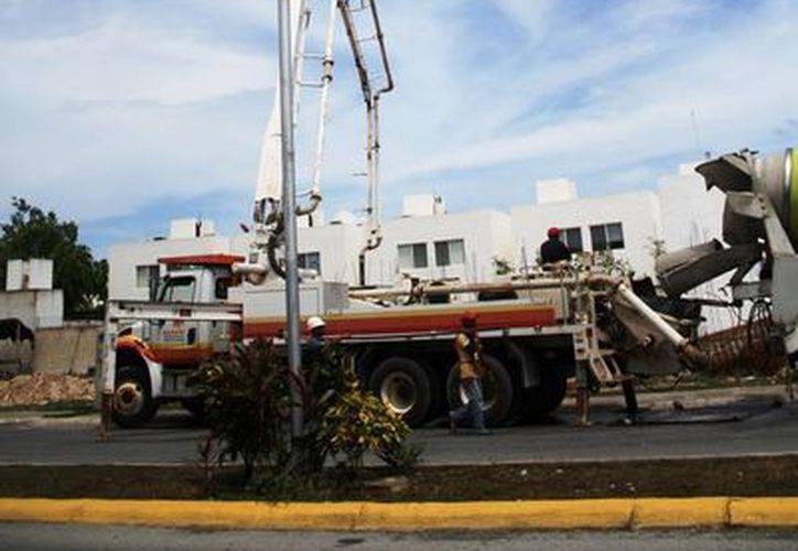 Personal de la paraestatal inició ayer la reconfiguración de los circuitos en la zona poniente de la ciudad. (Octavio Martínez/SIPSE)
