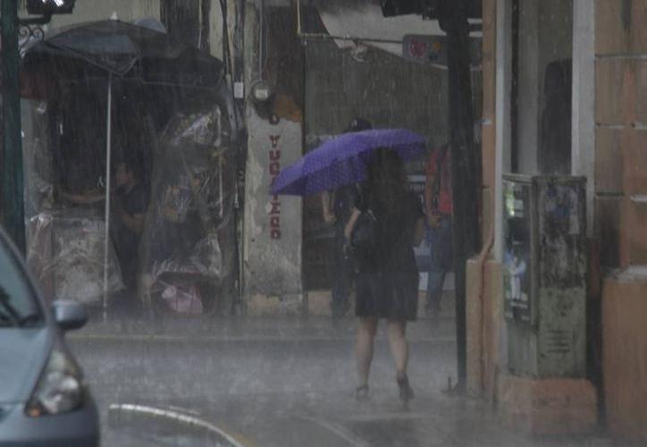 La onda tropical traería potencial de lluvias esta tarde en zonas oriente, sur y noroeste de Yucatán con posibilidades también de actividad eléctrica, principalmente por la tarde. (Archivo SIPSE)