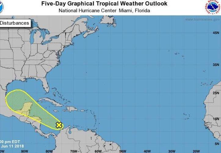 Prevén lluvias localmente fuertes en la Península de Yucatán el fin de semana. (Centro Nacional de Huracanes de Miami)