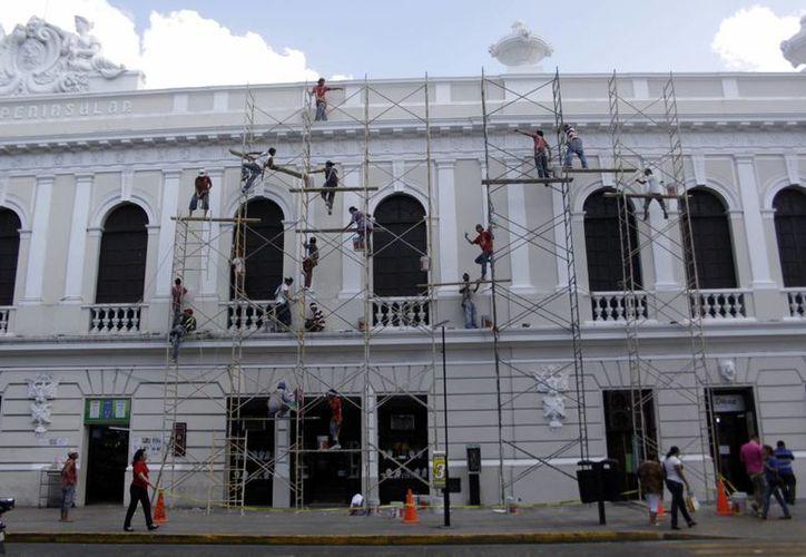 Los trabajos en el Centro Histórico están a punto de concluir, como las del Ateneo Peninsular. (Christian Ayala/SIPSE)