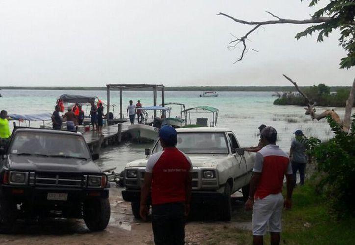 A partir de las 10 de la mañana, los lancheros empezaron a retirar las embarcaciones de la laguna. (Javier Ortiz/SIPSE)