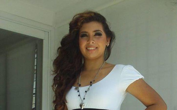 Cindy Vanessa Coral Uribe, reina de la Marina 2013 en Progreso. (Manuel Pool/SIPSE)