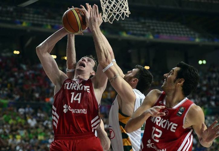 El partido contra Turquía estuvo a la altura de las expectativas desde el primer cuarto, inició de forma trepidante y trazó el camino para Lituania. (AP)