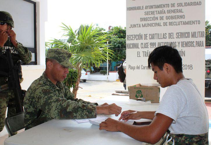 Al menos 50 cartillas liberadas están a la espera de ser recogidas por parte de jóvenes. (Octavio Martínez/SIPSE)