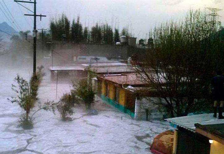 Una tromba azotó varios municipios de Veracruz y dejó saldo 3 muertos. Las autoridades aún están evaluando los daños. (excelsior.com.mx)
