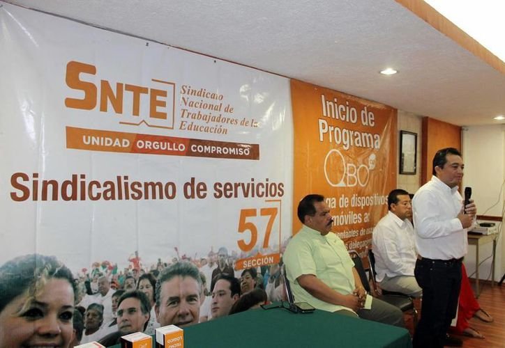 En total, el SNTE entregará 120 mil celulares a nivel nacional. (Milenio Novedades)