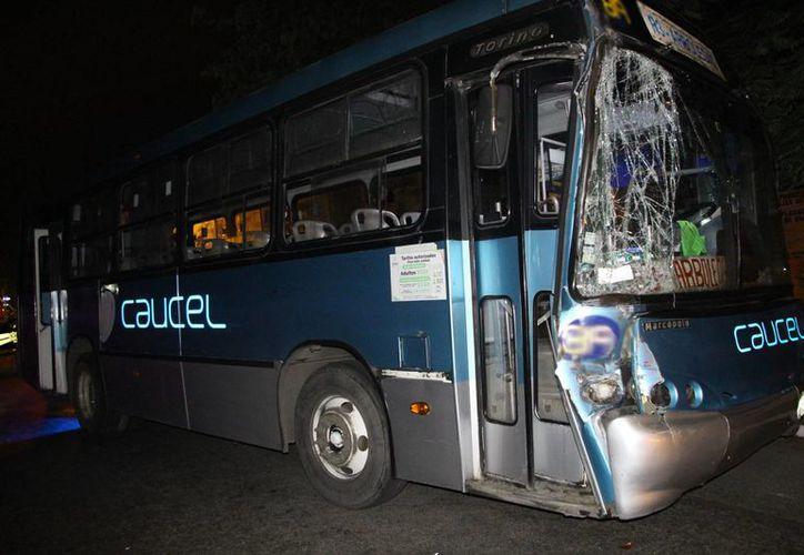 Una de las unidades involucradas en el accidente en la Av. Jacinto Canek. (Martín González/SIPSE)