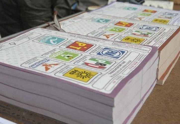 Consideran que la decisión de permitir durante el tiempo electoral la repartición de apoyos oficiales representa un freno a la democracia en Yucatán. (mexico.cnn.com)