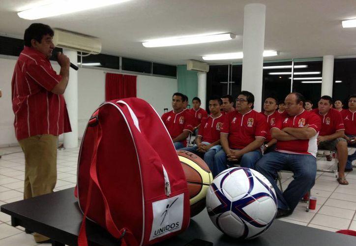 Al finalizar el acto protocolario, los deportistas trabajadores de  la salud abordaron sus autobuses, rumbo a Boca del Río, Veracruz. (Milenio Novedades)