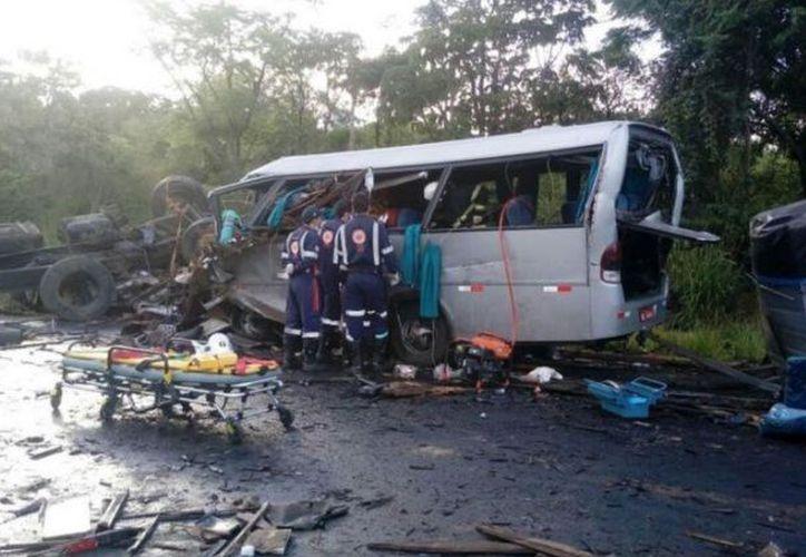 Al lugar del accidente arribaron los equipos de socorro y la Policía Federal. (Twitter)