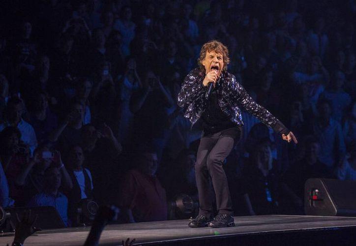 Tanto Mick Jagger como su esposa devolvieron dinero que les habían dado por una autobiografía sobre el cantante. (Agencias)