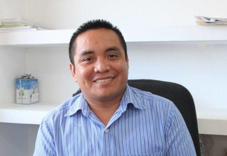 Laureano Chulín Uc dijo que la Comuna refrenda su compromiso con la educación. (Cortesía/SIPSE)
