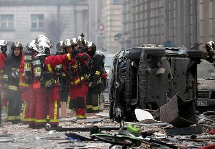 Dos bomberos fallecieron al intentar de apagar el siniestro. (REUTERS)