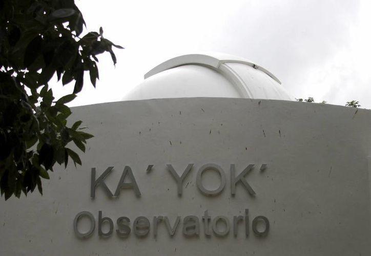 Las personas podrán llevarse binoculares y telescopio en el planetario. (Francisco Gálvez/SIPSE)