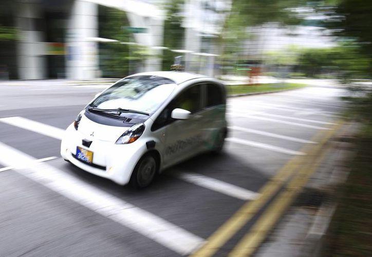 Los vehículos autónomos de nuTomony realizan recorridos en un área restringida, pero se planea que abarque más zonas de Singapur. (AP/Yong Teck Lim)