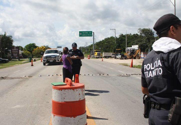 En el municipio de Tulum se aplica el reglamento de tránsito local sin que haya sido publicado en el Periódico Oficial del Estado, por lo tanto no ha entrado en vigor. (Rossy López/SIPSE)