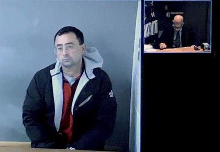 El doctor Larry Nassar, exmédico de la federación estadounidense de gimnasia, enfrenta varias acusaciones por delitos sexuales. (AP)