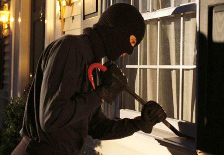 Para disminuir el riesgo de sufrir robos, si va a salir de vacaciones, no lo comente con desconocidos y tampoco lo difunda en sus redes sociales. (SIPSE)