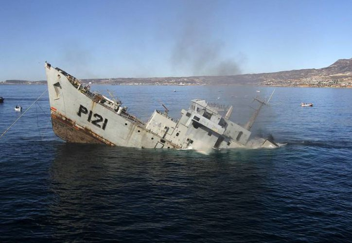 El hundimiento del buque Uribe 121, de la Armada de México, en Baja California, permitió la creación del primer arrecife artificial de calidad mundial en México. (Notimex)