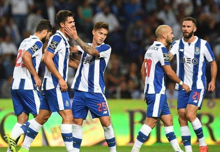 El Porto, con dos mexicanos, ganó y se acercó al líder de la Liga portuguesa. (Afp)