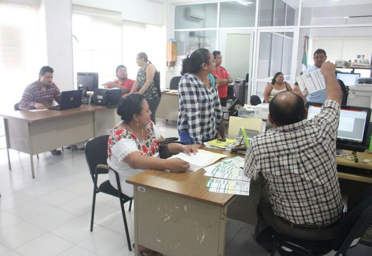 Para llegar a todas las familias que realmente necesitan los apoyos se ha llevado información a diversas localidades. (Jesús Caamal/SIPSE)
