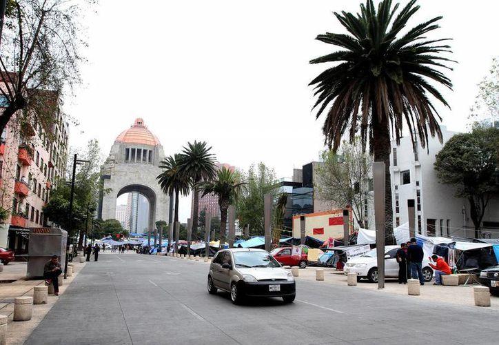 Luego de varios meses de ocupar la zona del Monumento a la Revolución, este domingo se concretó el desalojo definitivo de la CNTE. (SIPSE)