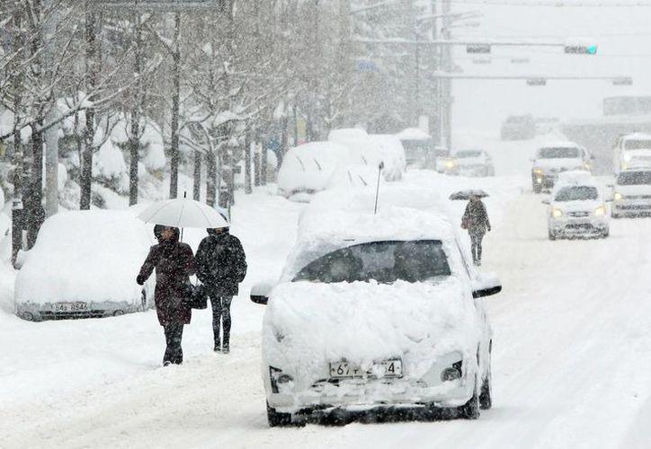 Las fuertes nevadas han ocasionado accidentes de tránsito en el oriente de Japón. (Agencias)